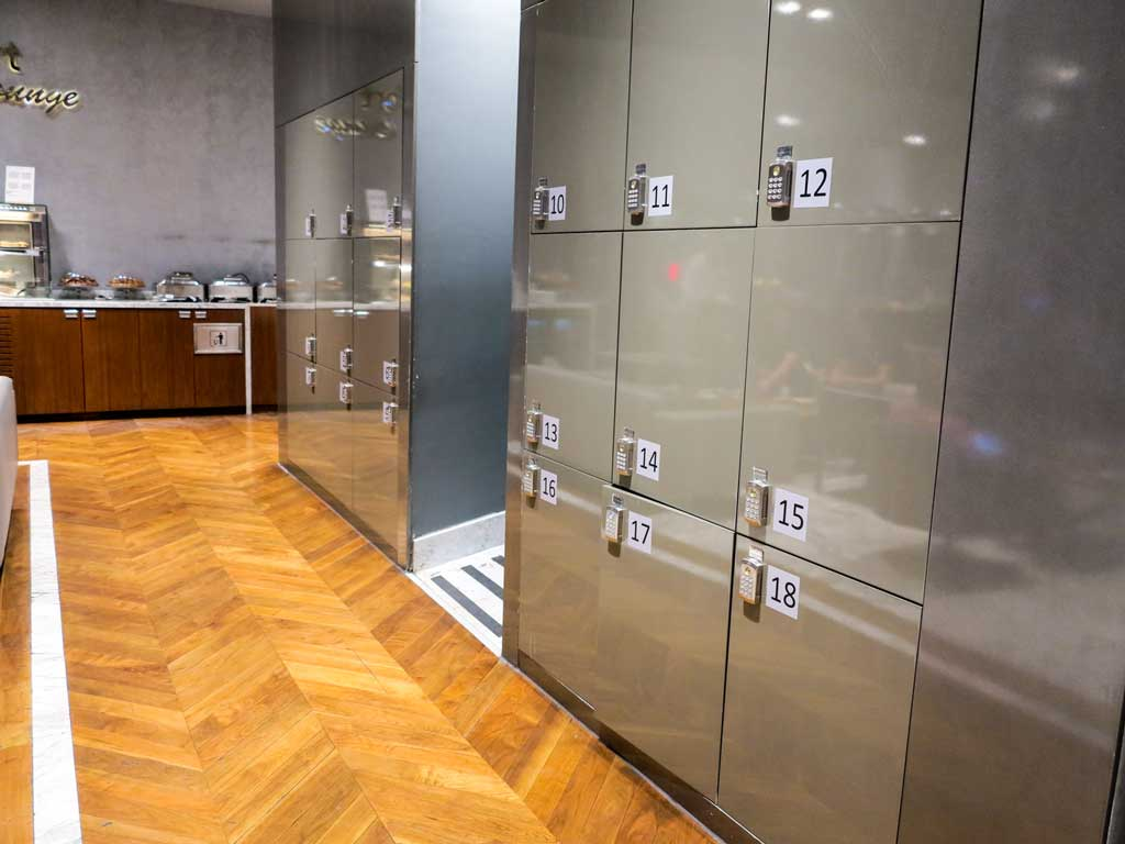 comfort airport lounge lockers