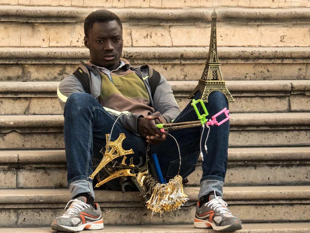 pushy street vendors - Paris