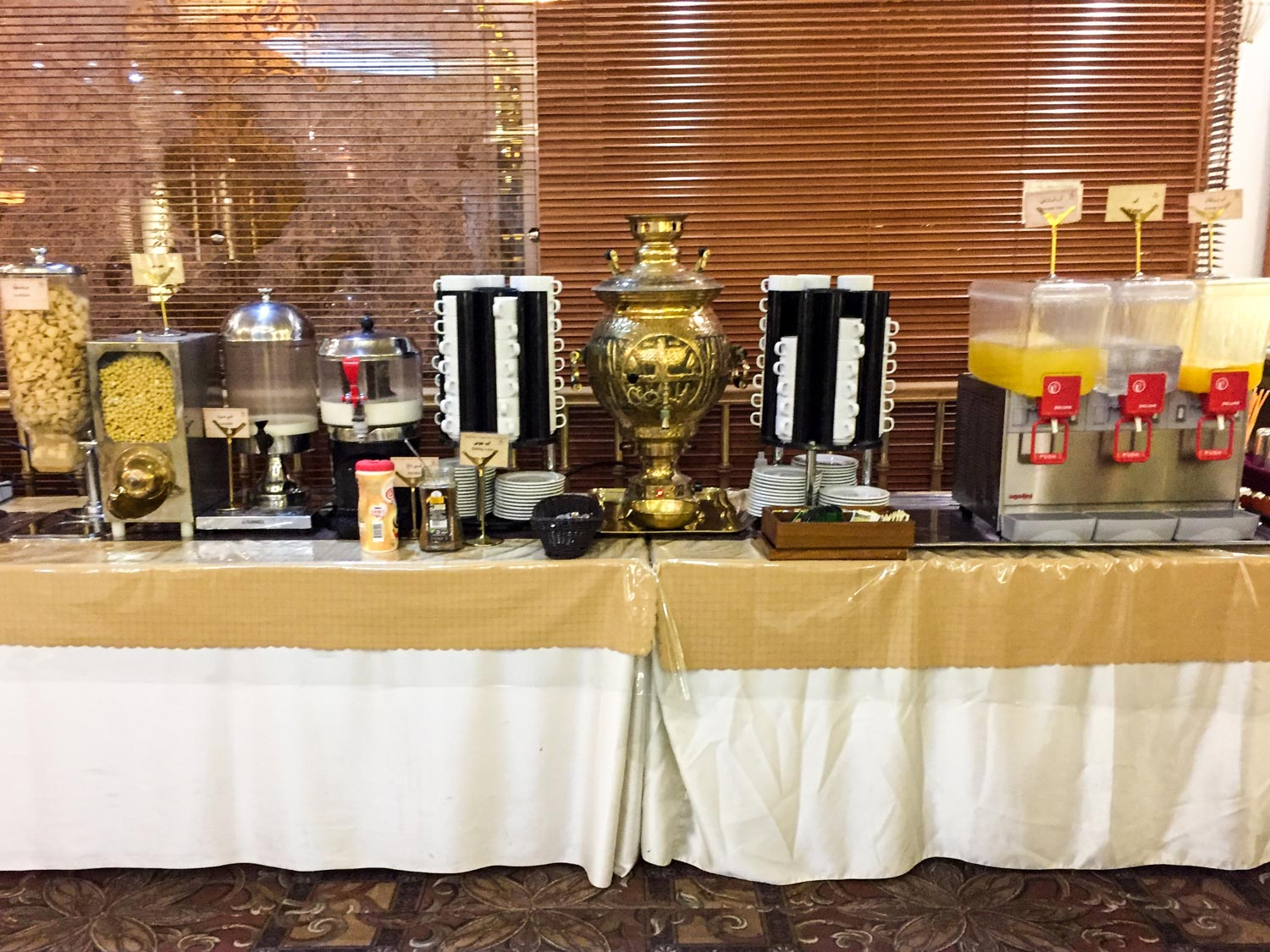 Setareh Hotel Isfahan - Various coffee, tea, and juices were available on the buffet