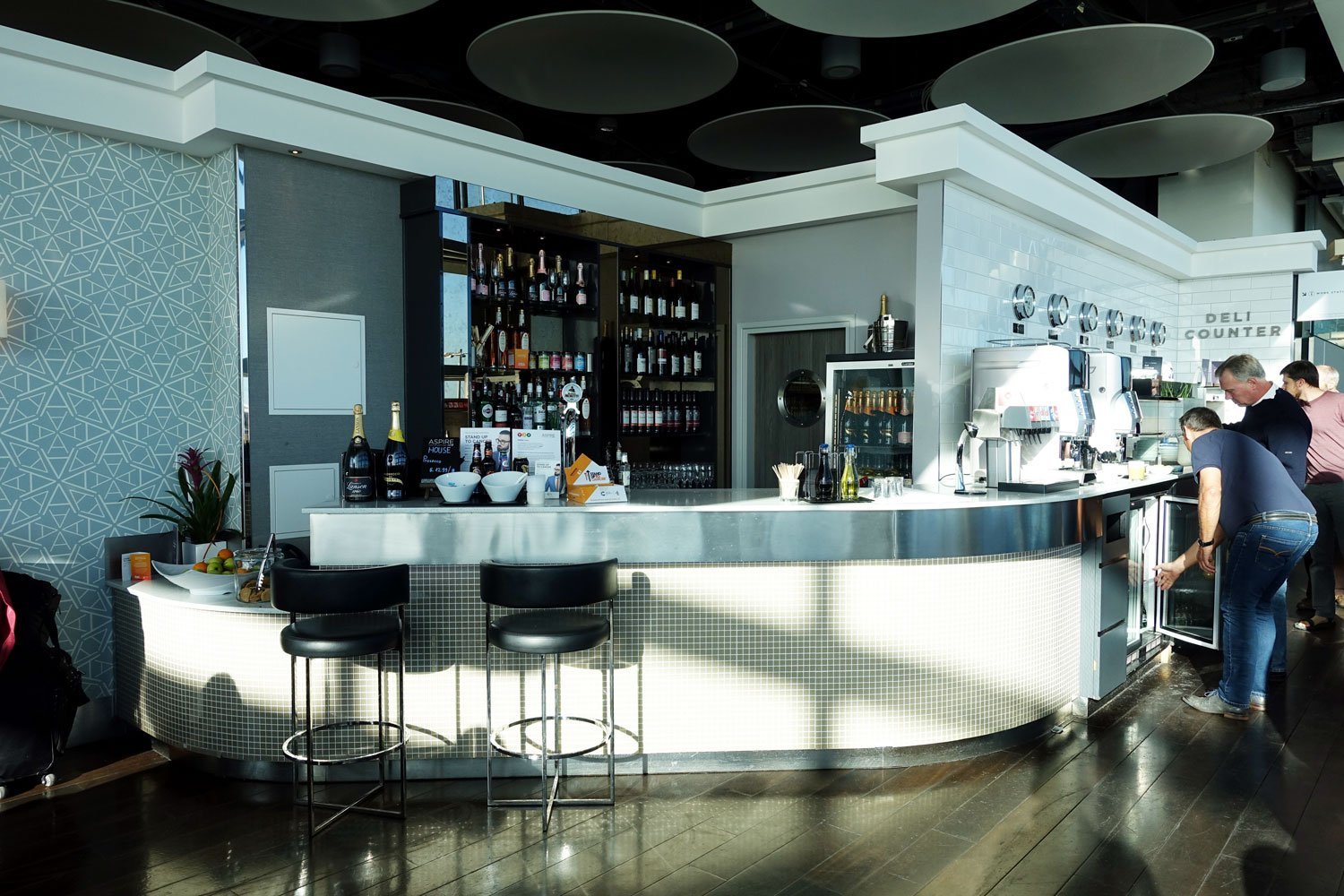 aspire lounge spa heathrow london bar