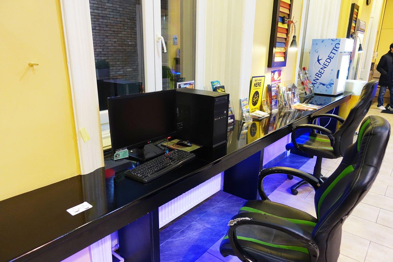 full moon design hostel budapest computer