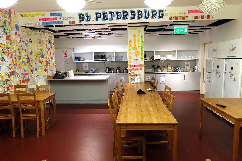 budapest maverick lodge hostel kitchen