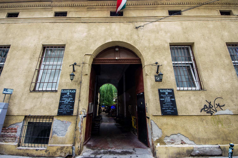 Hopstel BeerHotel - Entrance from the street