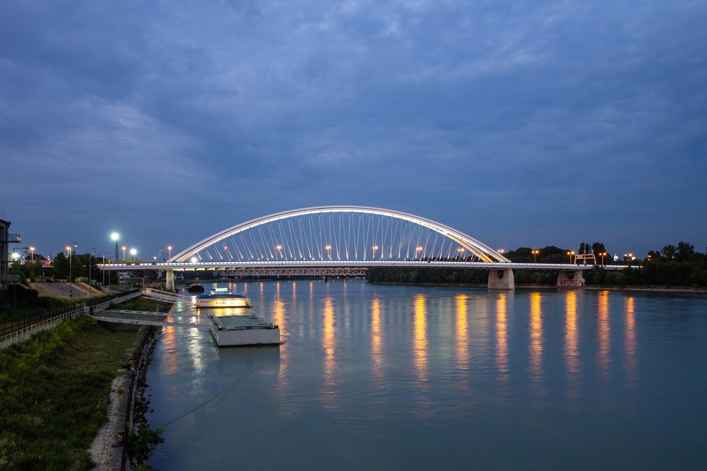 Apollo Bridge at night